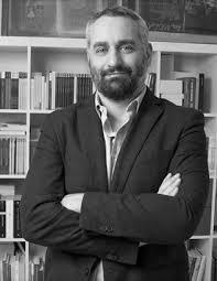 """""""L'esatto contrario"""". Conversazione con Giulio Perrone"""