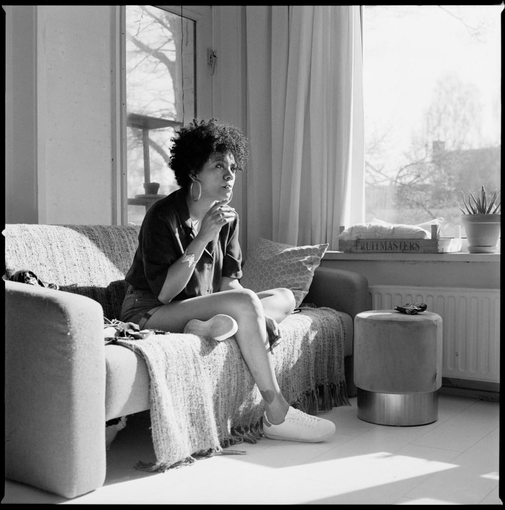 Nederland, Utrecht 9 mei 2019, dichter Radna Fabias. Radna Fabias (1983) is geboren en getogen op de Nederlandse Antillen. Zij studeerde aan de Hogeschool voor de Kunsten Utrecht en won in 2016 de poëzieprijs van de stad Oostende. Voor haar debuut Habitus ontving ze de C. Buddingh-prijs. Foto: Bianca Sistermans